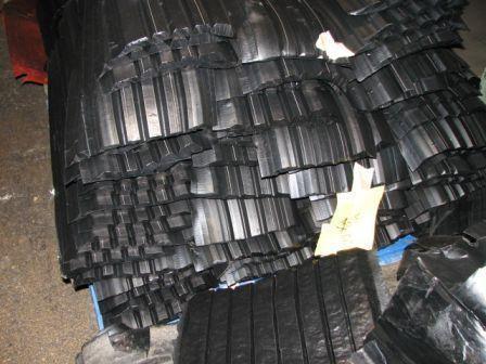 Pieces of unvulcanized rubber vibration